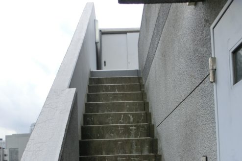 20.新宿3丁目オフィススタジオ|屋上階段