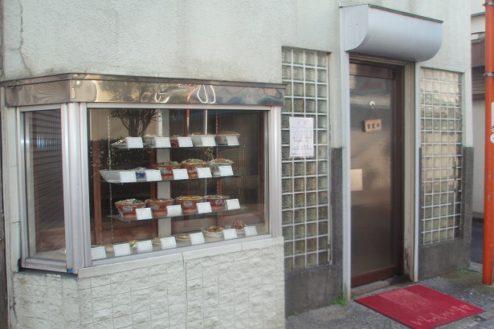 6.昔ながらの中華食堂|入口・商品デスプレイ