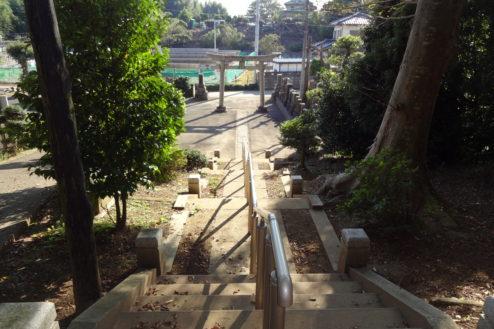11.神社・集会所|階段から鳥居