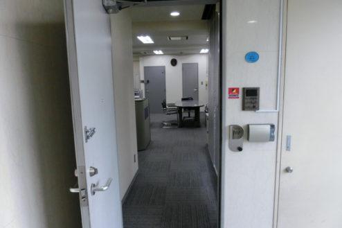 9.新宿3丁目オフィススタジオ|EVホールからオフィス