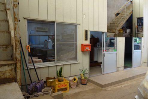 9.廃工場・倉庫|事務所入口・階段