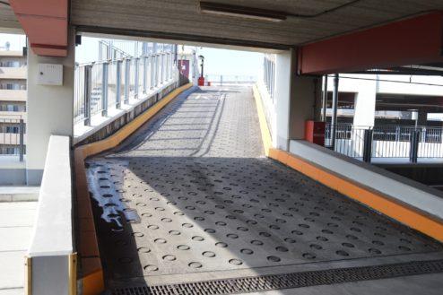 11.赤羽駅西口駐車場|屋内駐車場から屋上駐車場への動線