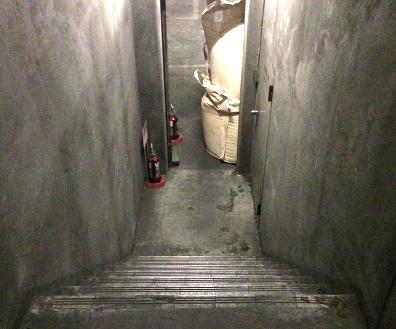 14.倉庫1 階段