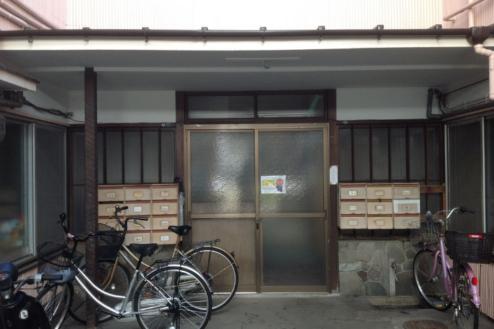 13.アパート1 正面玄関