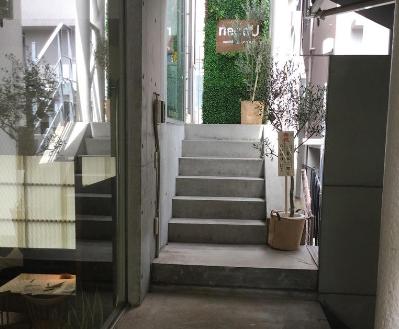 19.飲食店5・ブライダルカフェ|店内階段