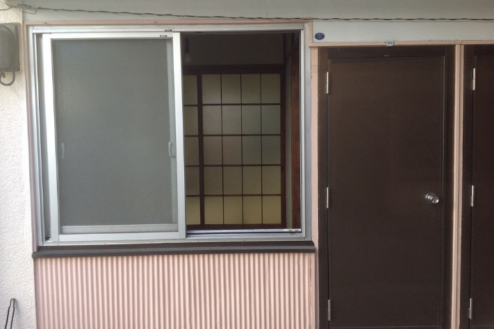 8.アパート1 外観・窓