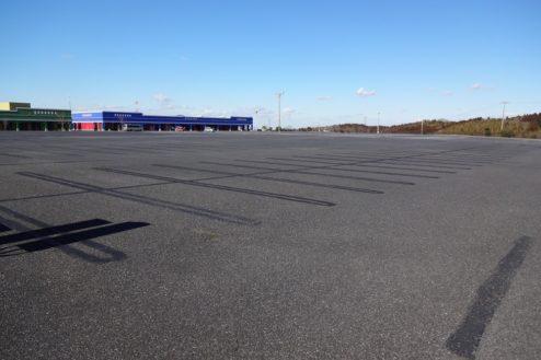 1.ロングウッドステーション|フラットな1万坪の駐車場
