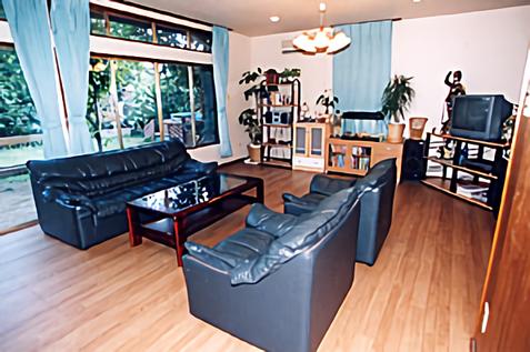 ④Bスタジオ|1F洋室10畳(家具あり)