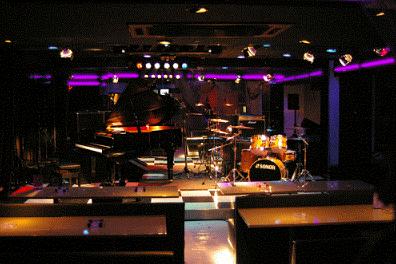 8.新宿グラムシュタイン|グランドピアノとドラムセットのレイアウト