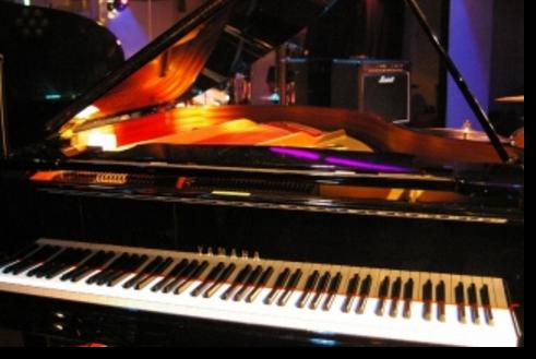 10.新宿グラムシュタイン|グランドピアノ