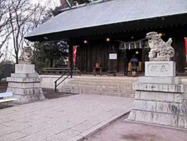 街の中心にある緑豊かな神社|社殿・参道・鳥居