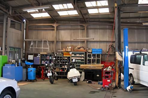 2.自動車整備工場|工場内