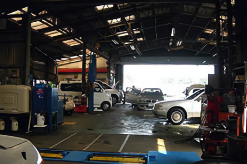 1.自動車整備工場|工場内