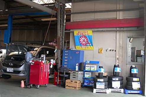 3.自動車整備工場|工場内