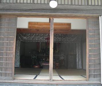 7.寺|正面からお堂内