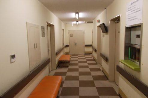 13.病院5|廊下