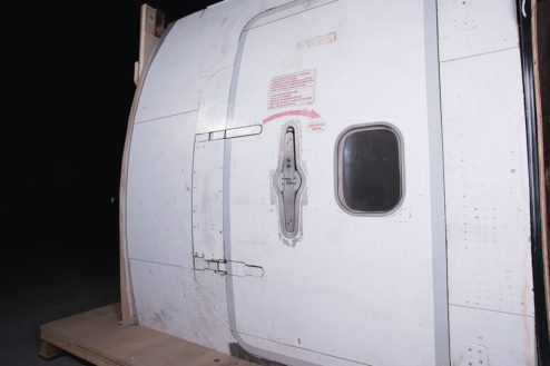 M飛行機スタジオ|搭乗用ドア(機外)