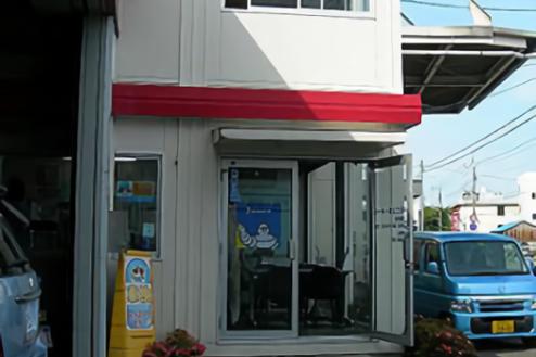 P自動車整備工場|営業所外観(2階建)