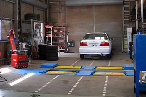 4.自動車整備工場|工場内