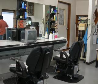 昔風情の理容室|床屋・散髪屋・待合室・昭和