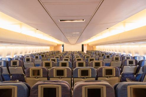 6.飛行機スタジオ|エコノミークラス客室(後方から)