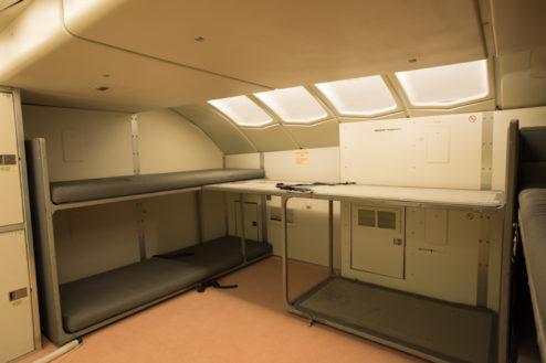 12.飛行機スタジオ|クルーレスト(クルー専用ベッド)