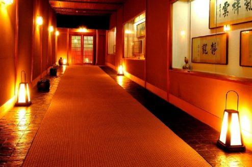 L大月ホテル和風館|渡り廊下