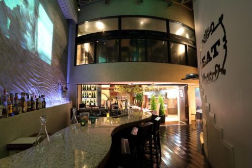 7.レストランSidedoorヒシオ|上層階とバーカウンター