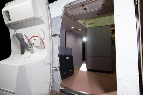 14.飛行機スタジオ|開閉可能ドア