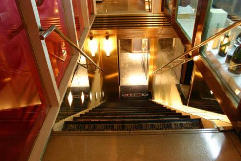 GフュージョンFUSION|階段
