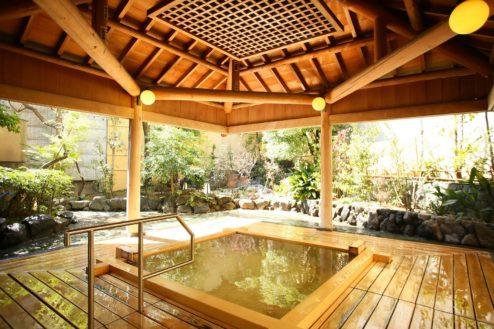 4.大月ホテル和風館|高野槇露天風呂