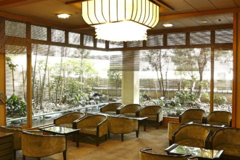 N大月ホテル和風館|ロビーソファー