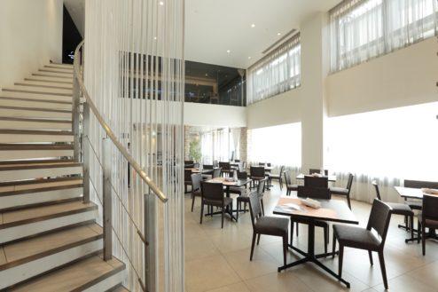 2.ホテルミクラス|カフェ螺旋階段