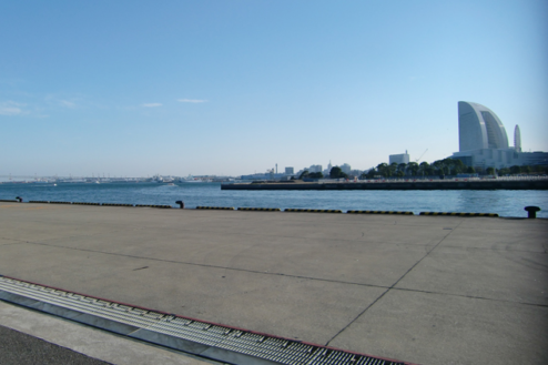 1.埠頭1|対岸にみなとみらい