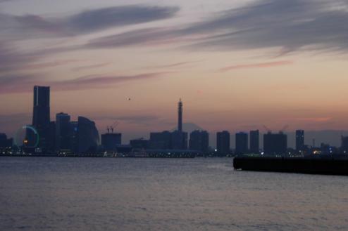 8.埠頭3|みなとみらい方向夕景