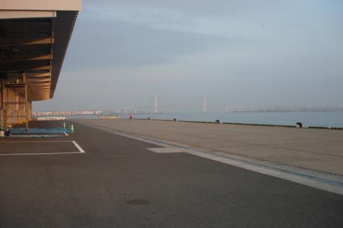 埠頭1|広い埠頭・みなとみらい対岸