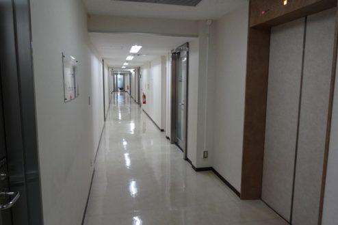 15.お茶の水駅前クリニック|院外廊下