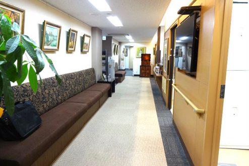 1.お茶の水駅前クリニック|院内廊下・待合スペース