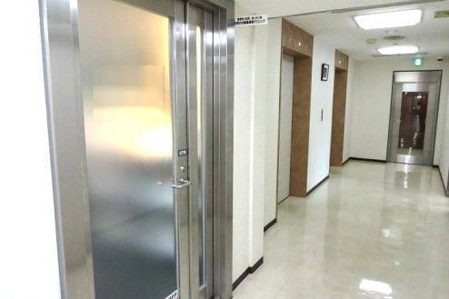 16.お茶の水駅前クリニック|院外廊下・出入口