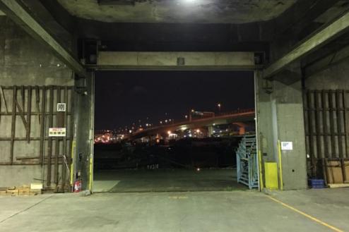 9.倉庫2|倉庫内から外(埠頭)・ナイト