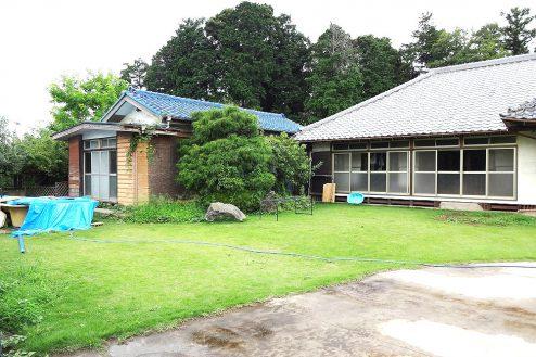 16.城の埼の民家|外観・庭(芝生)