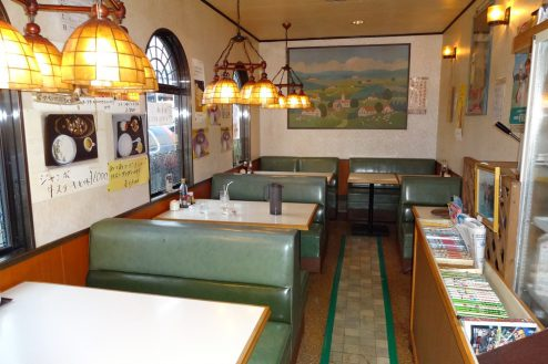 1.街の小さな洋食屋さん|店内・テーブル席