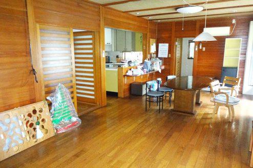 4.城の埼の民家|ダイニング・奥はキッチン