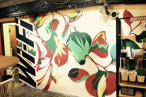 L.cafeイベントスペース|店内・アート壁