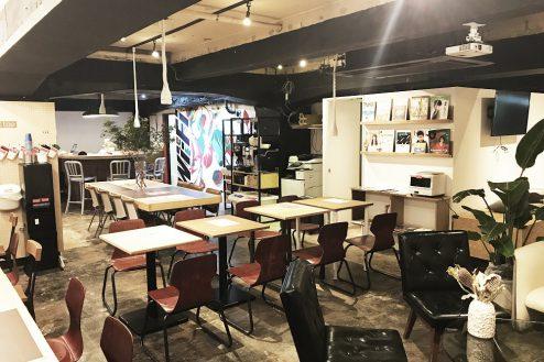 1.cafeイベントスペース|店内・店内奥からカウンター方向