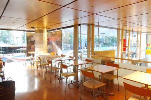 9.八重洲ブックセンター|喫茶コーナー客席(東京駅方向)