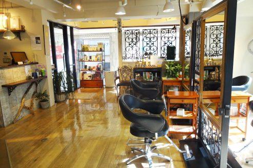 11.美容室Hair&MakeUP|店内奥から入口方向