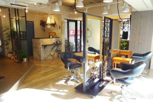 12.美容室Hair&MakeUP|店内奥からレジカウンター方向