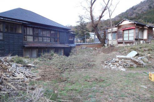 29.旅館・うり坊|休館外観(左)・離れ(右)