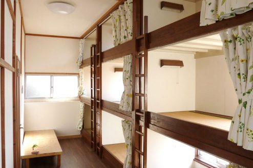 17.旅館・うり坊|新館・合宿室・ベッド